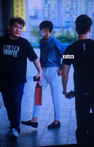 BIGBANG wout Seungri departure Seoul to Tokyo 2016-08-26 (43)