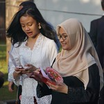 Flickr image thumbnail:Women in Asia 03