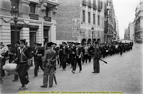 """Barcelona, octubre de 1934, los mossos de escuadra detenidos por su participación en el """"fets d'Octubre"""" de 1934. by Octavi Centelles"""