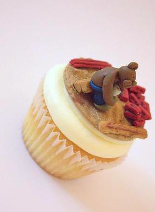 Builder Teddy Bear Cupcake