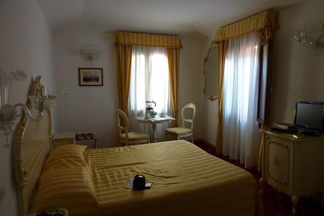 013 - En el hotel