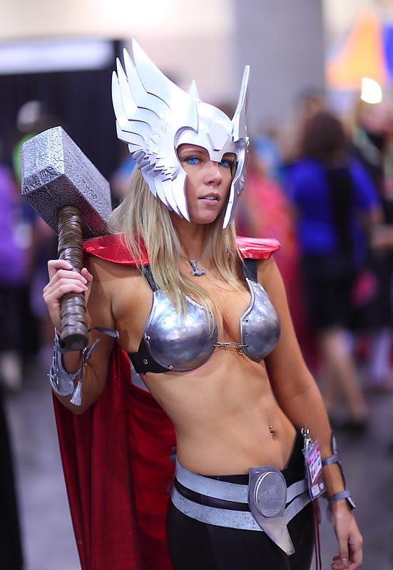 Toni Darling Sexy Lady Thor 2012 Phoenix Comicon (PCC)