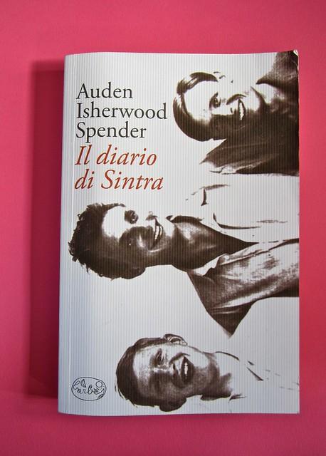 Auden, Isherwood, Spender, Il diario di Sintra; a cura di Matthew Spender e Luca Scarlini. In cop.: W.H.Auden, S. Spender, C. Isherwood, 1929. [resp. grafica non indicata]. cop.