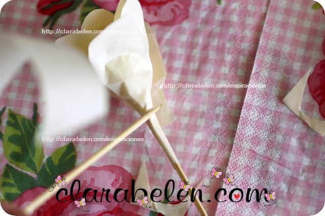 Como hacer una rosa con cinta adhesiva de pintor o carpintero