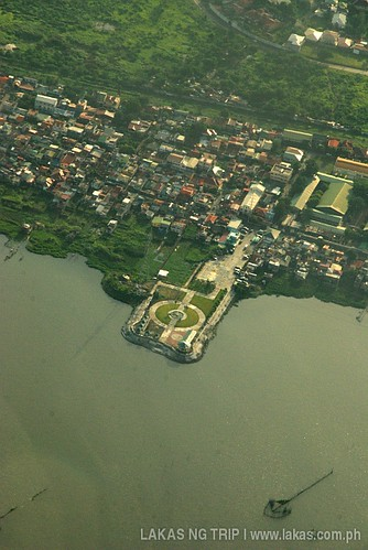 A park somewhere in Manila Bay