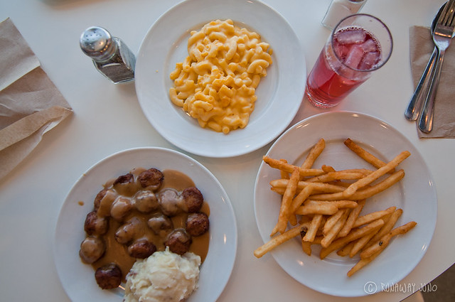 Swedish meatball, mac & cheese and fries