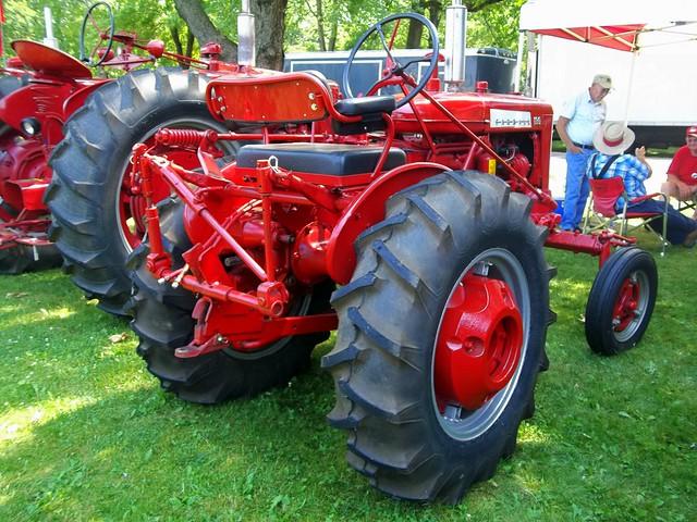 Farmall 130 Tractor : Farmall tractor flickr photo sharing