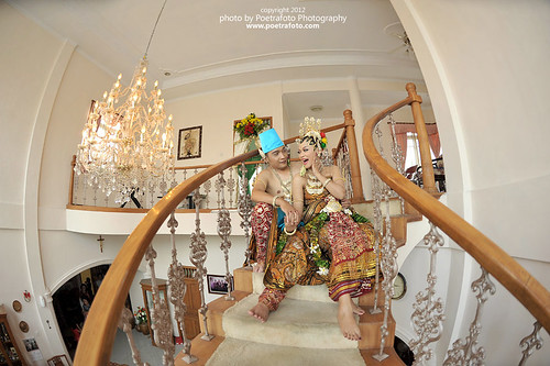 Traditional Java Wedding Dress Photo take with Fisheeye Lens Nikon by Fotografer Indonesia