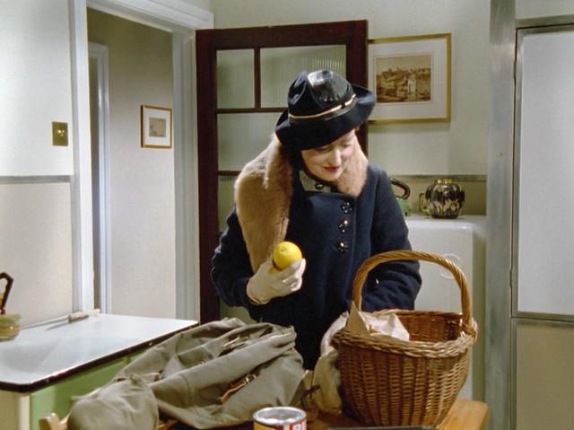 Poirot_MsLemon_HickoryDickory_furstolebluehat2