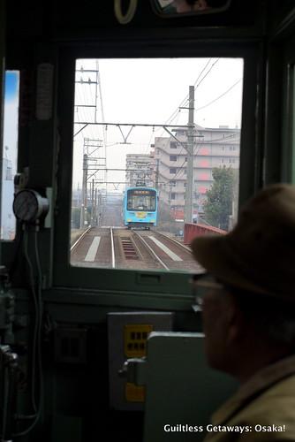 tram-coming-osaka