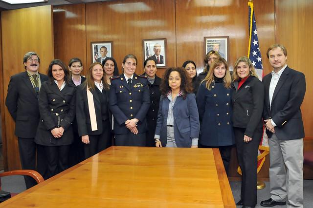 Programa de liderazgo para la mujer polic a flickr for Logo del ministerio del interior peru