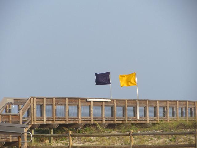 флаги на пляже