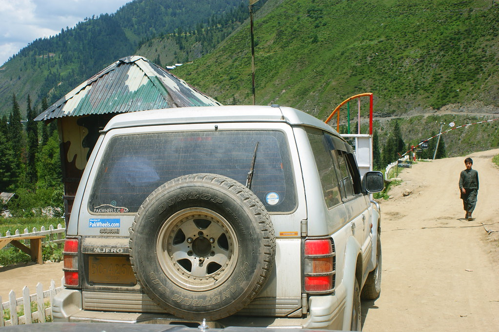 """MJC Summer 2012 Excursion to Neelum Valley with the great """"LIBRA"""" and Co - 7608628424 95d0ed8c8d b"""