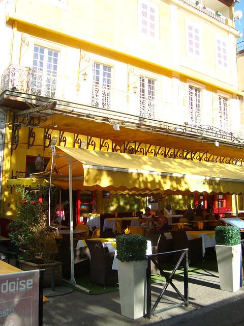 文森特 - 梵高's '晚上的咖啡厅露台'
