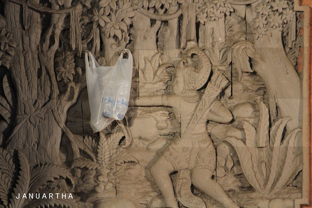 Bali Funny : When Rama brought mineral water into the jungle to rescue the goddess Sita