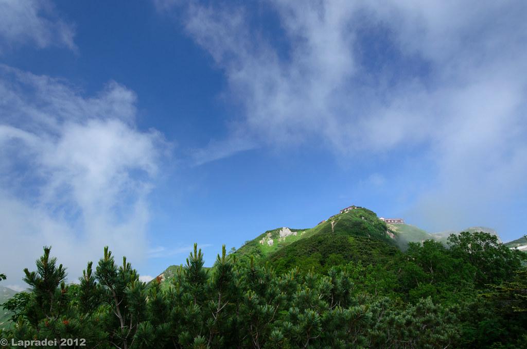 20120728 遠くに見える燕山荘