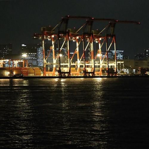 埠頭のクレーン、夜もめっちゃかっこいい。