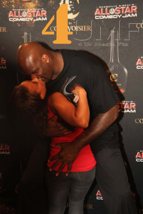 shaq-and-hoopz-make-out-in-the-club