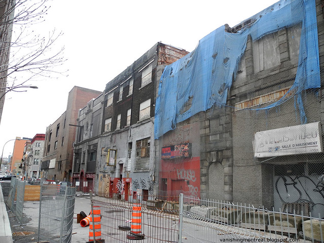 Rue St-Laurent behind 8
