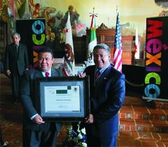 Entrega del reconocimiento OHTLI al Sr. Salud Carbajal, Supervisor del 1er Distrito del Condado de Santa Barbara, CA.