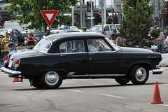 simca vedette(0.0), automobile(1.0), automotive exterior(1.0), vehicle(1.0), gaz-21(1.0), compact car(1.0), antique car(1.0), sedan(1.0), classic car(1.0), vintage car(1.0), land vehicle(1.0), luxury vehicle(1.0),