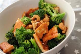 broccoli-halloumi-cashew
