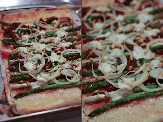 spargelpizza mit prosciutto & büffelmozzarella