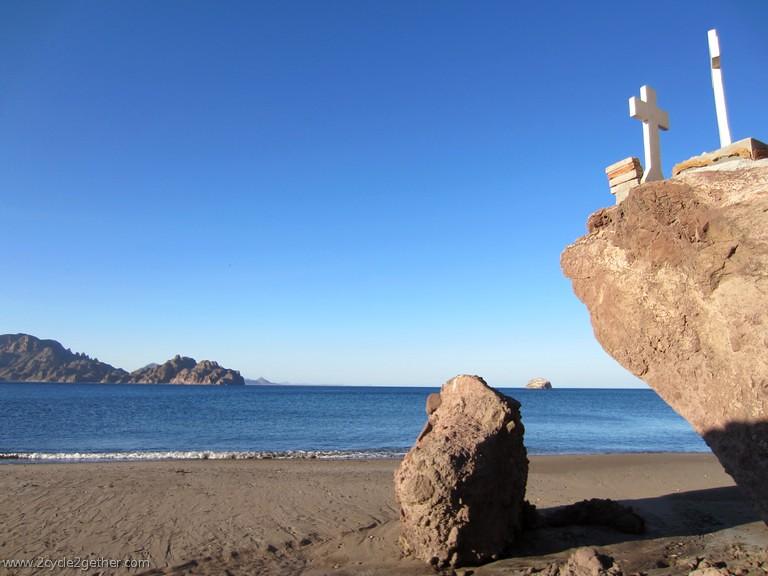 Ligui, Beach