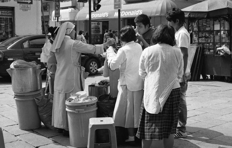 Fotografía convencional, Lima en rollo.  Jirón de la Unión.