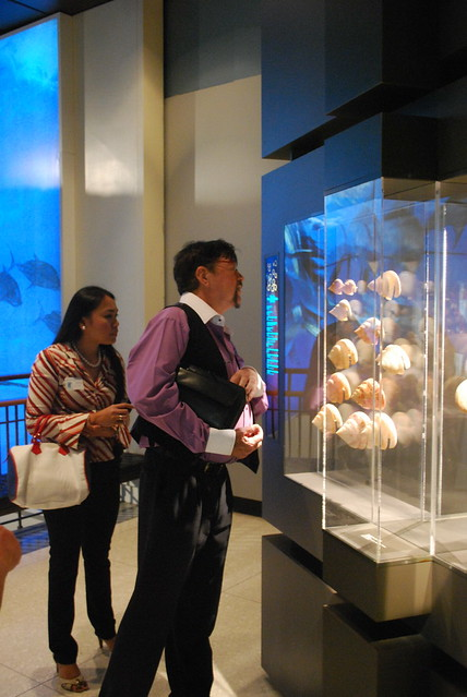 Renowned malacologist Guido Poppe visits the HMNS Hall of Malacology | June 27, 2012