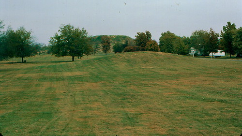 Cahokia Mounds State Historic Site, St. Clair County (Ill.), 28 October 1982