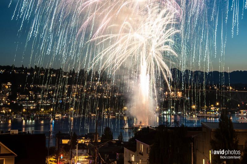 4th of July Fireworks at Harvard Ave E & E Lynn St - Seattle on 2012-07-04 - _DSC5977.NEF