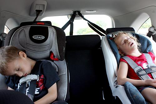 Kids-asleep-in-car