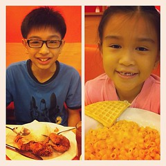 8/31: what's for lunch - fried chicken and mac n cheese for the kids. sunday family day. (the mac n cheese didnt taste good) #photoadayjuly