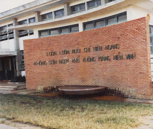 Trường Võ Bị QG Việt Nam - Fountain of courage at Da Lat