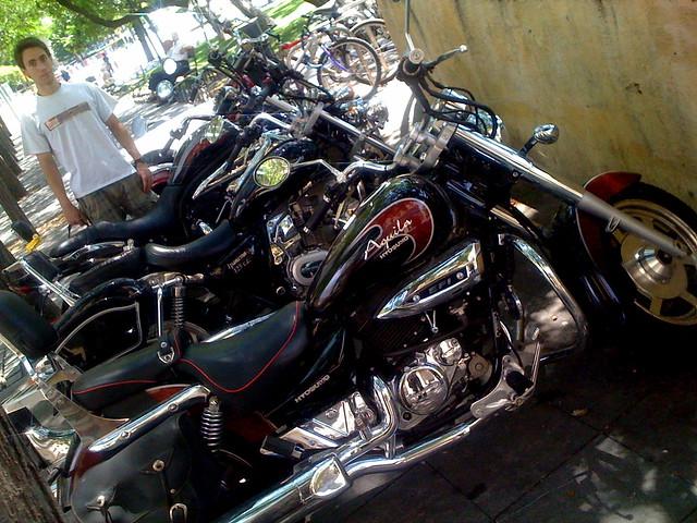 �lvaro con buenas motos