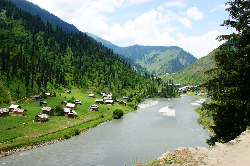 """MJC Summer 2012 Excursion to Neelum Valley with the great """"LIBRA"""" and Co - 7608883374 e2e27287a7 b"""