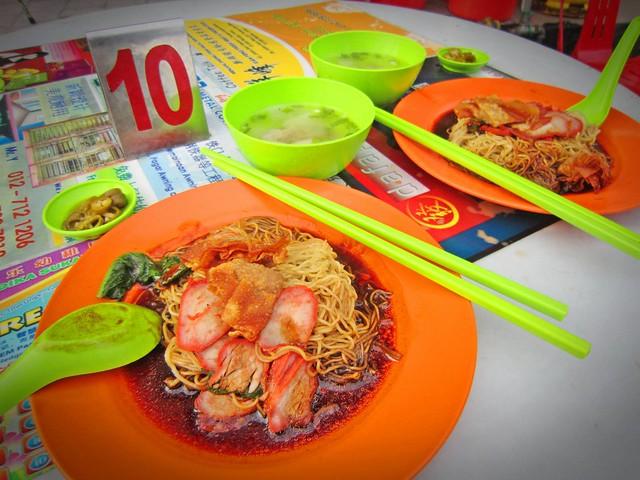 Fried wanton noodles