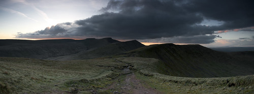 road park sunset storm mountains beauty wales clouds trekking botanical corn gloomy roman hiking path south du national paths trio welsh roads peaks brecon beacons tops gravel penyfan largest valleys ddu cribyn hdcymru