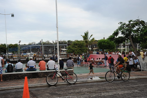 町の中心、バレーボールコート