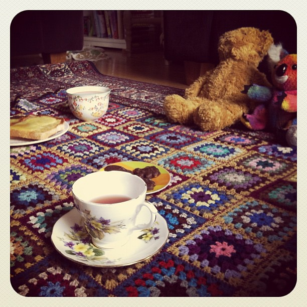 Teddy bears picnic... Teddies waiting patiently for their tea. #play #owlets #picnic