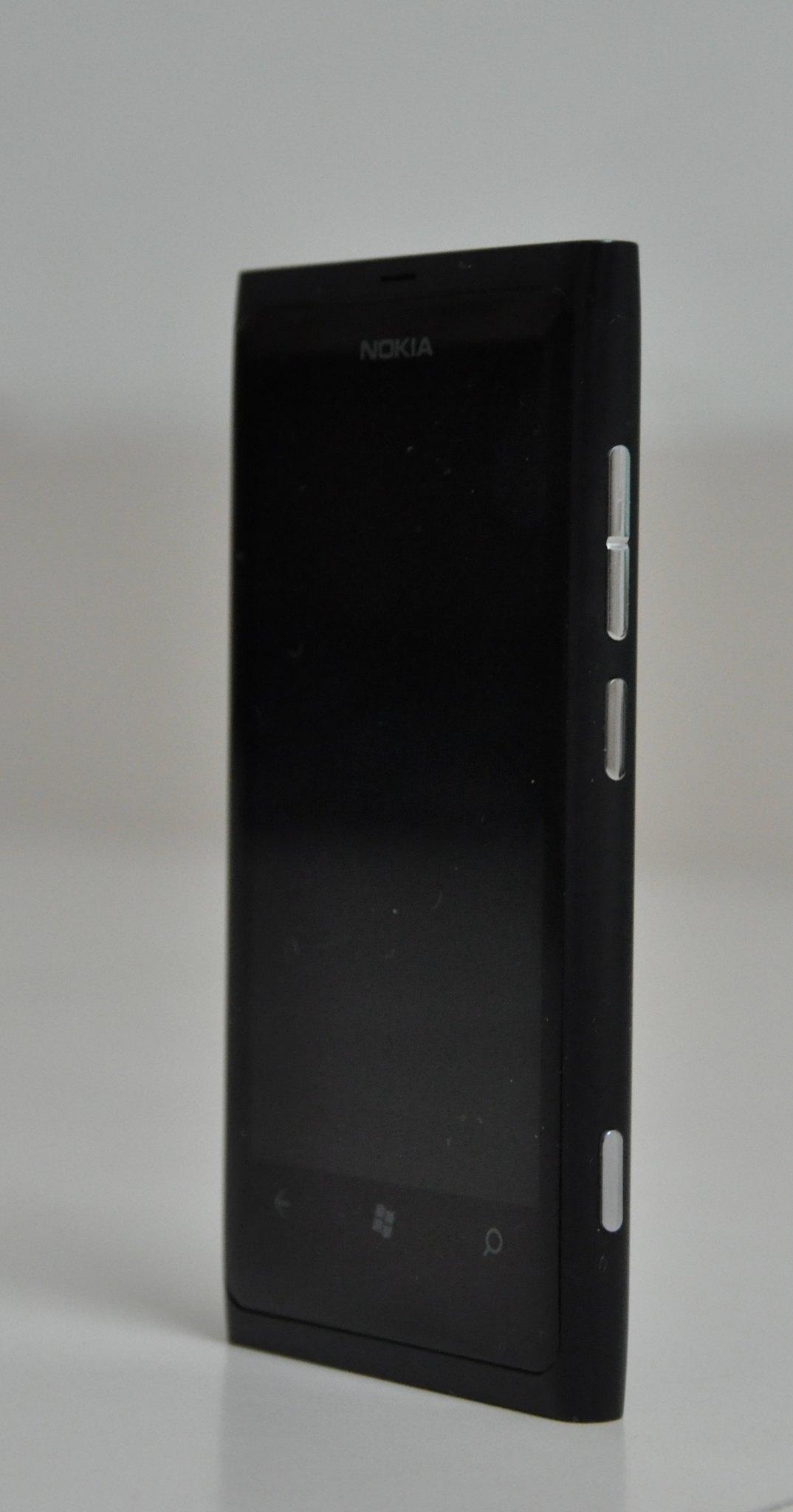 Nokia Lumia 800 side
