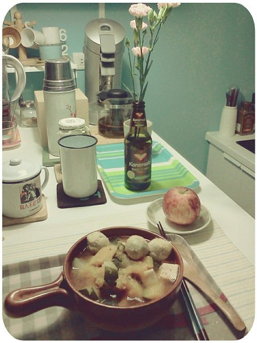 晚餐現場 ::: 南瓜+大黃瓜+虱目魚丸+百頁豆腐鍋+小蘋果 by 南南風_e l a i n e