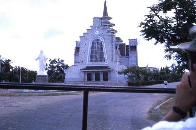 Hue 1966 - Nhà thờ Dòng Chúa Cứu Thế