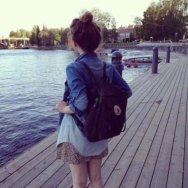 OHOI #captain #me #outfit #tönötys #fjällräven #kånken #dyeddenimshirt #bun #lake #nicespot
