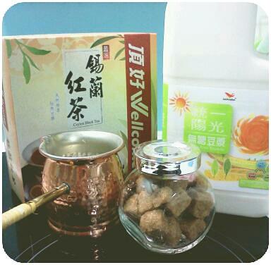 鍋煮豆漿紅茶準備中 by 南南風_e l a i n e