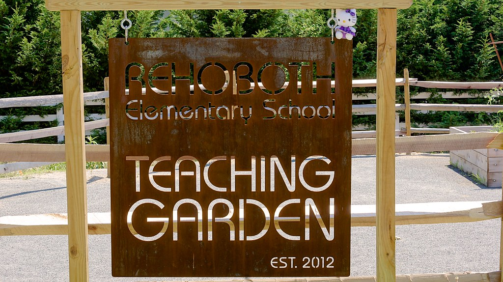 Societal collaboration to reduce obesity example : School Garden, Rehoboth Beach, Delaware, USA