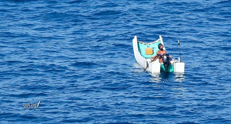 準備潛水補魚的漁夫