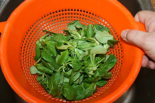 24 - Salat abtropfen lassen / Drain salad