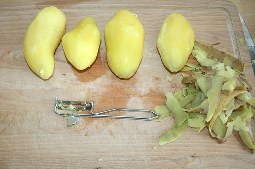 27 - Kartoffeln schälen / Peel potatoes